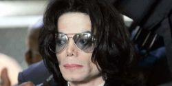 Documento de viagem antigo de Michael Jackson é vendido por R$ 400 mil